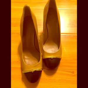 Tory Burch classic two tone pump shoes